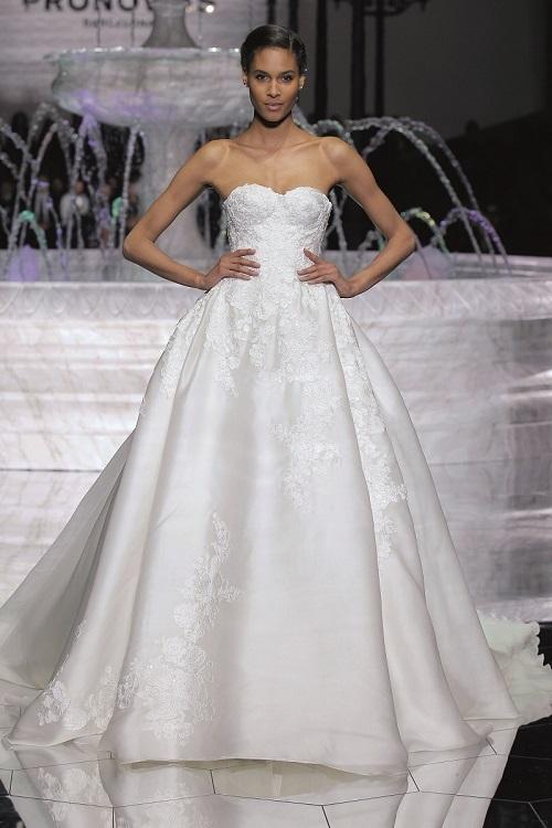 best service aa1b0 dfdfa Tulle, cristalli, fiori e piume: 42 abiti da sposa per Pippa ...